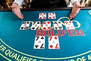 Evolution Gaming Live Dealer Casino Hold'em at Royal Vegas Casino